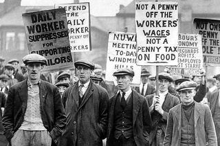 Workers-demonstrating-during-the-general-strike-of-1926-pic-dm-304443606